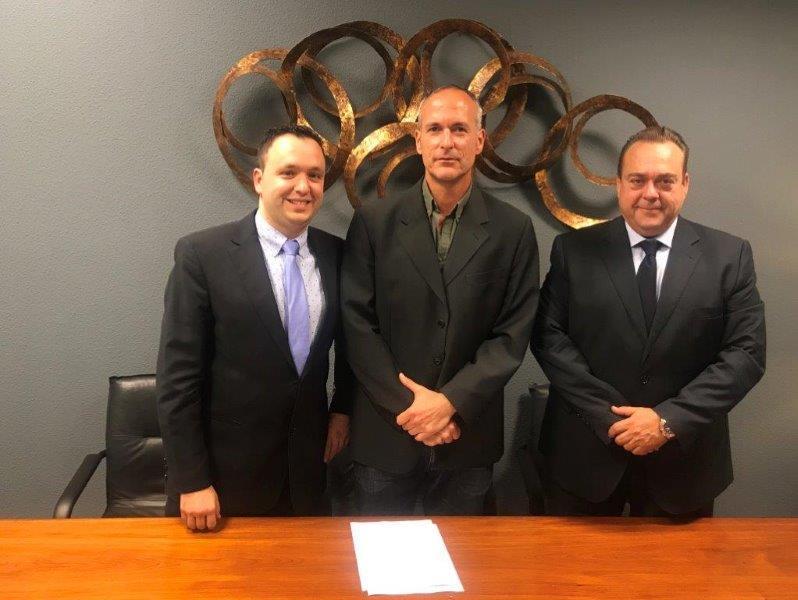 Firma del convenio de colaboración entre FENADISMER y la empresa ECOTRUCK
